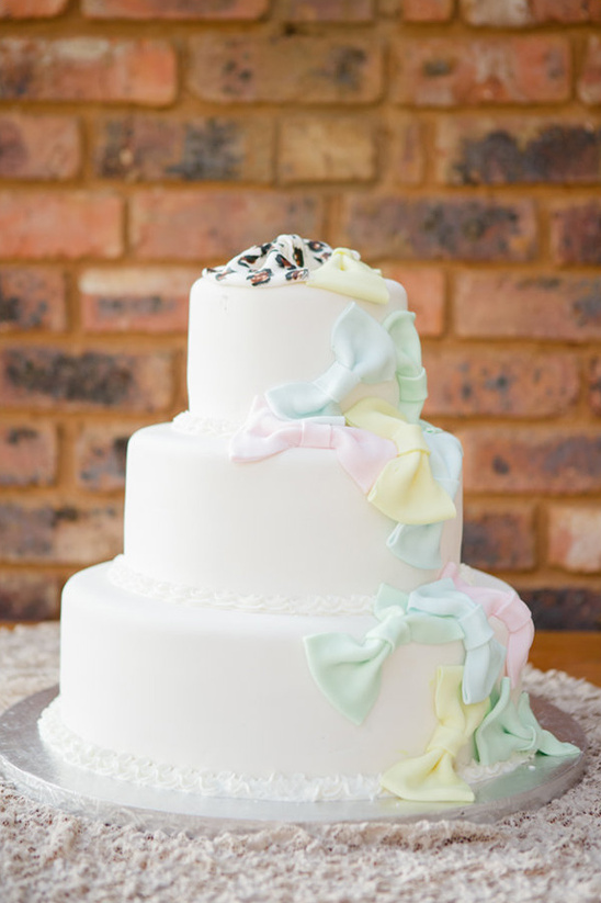 wedding cake with bow cascade