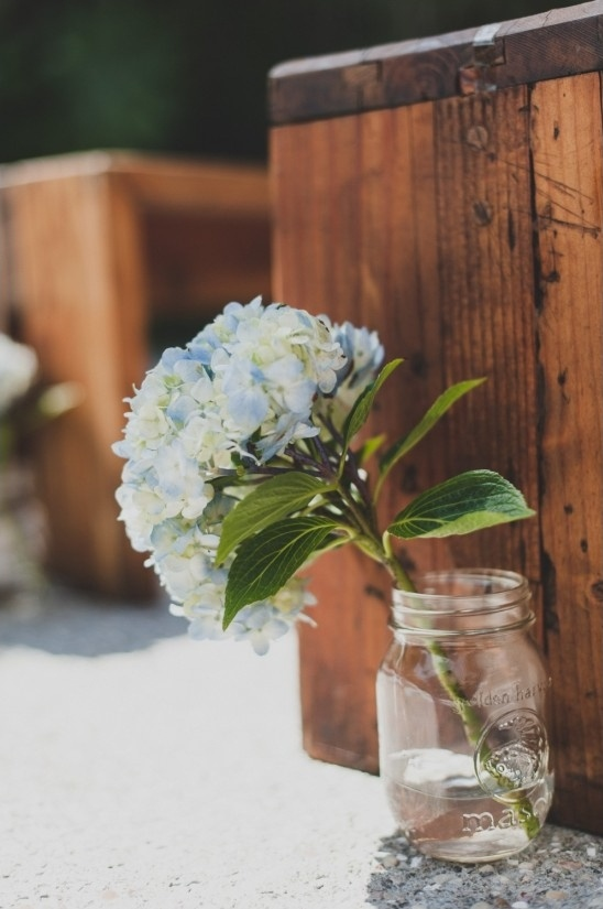 hydrangea bloom and mason jar aisle decor