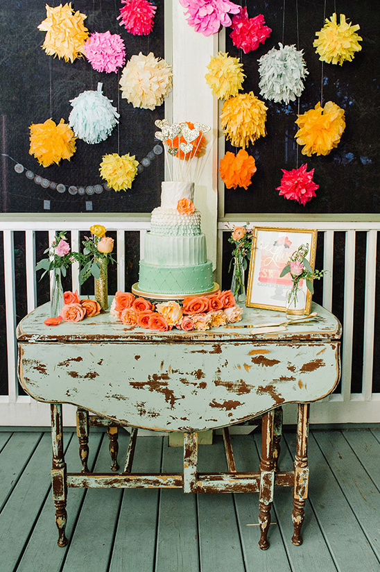 pom pom cake table