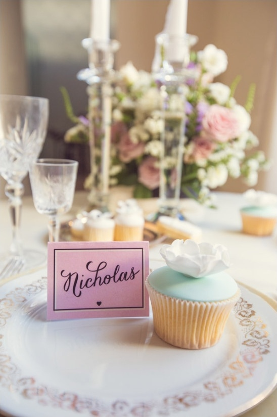 pink placecards and cute cupcakes