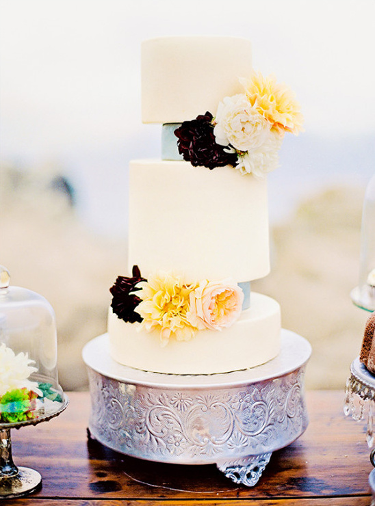 different size tier wedding cake