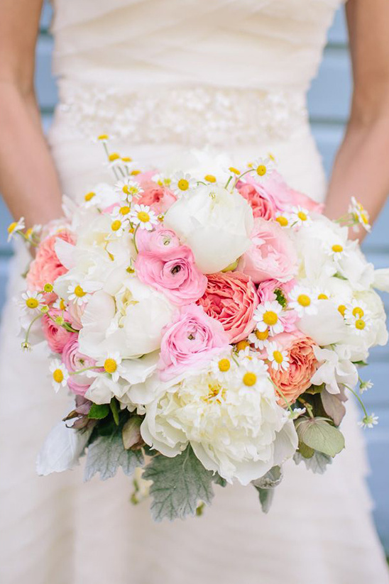 pink and white bouquet with little dasies
