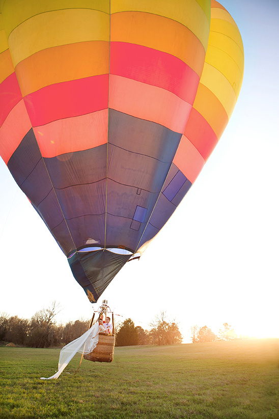 hot air balloon couple photos