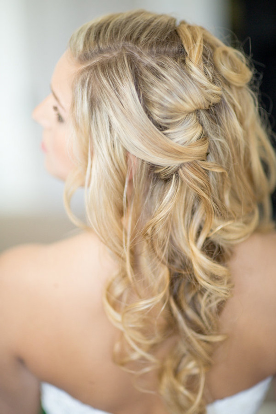 curled hair wedding idea