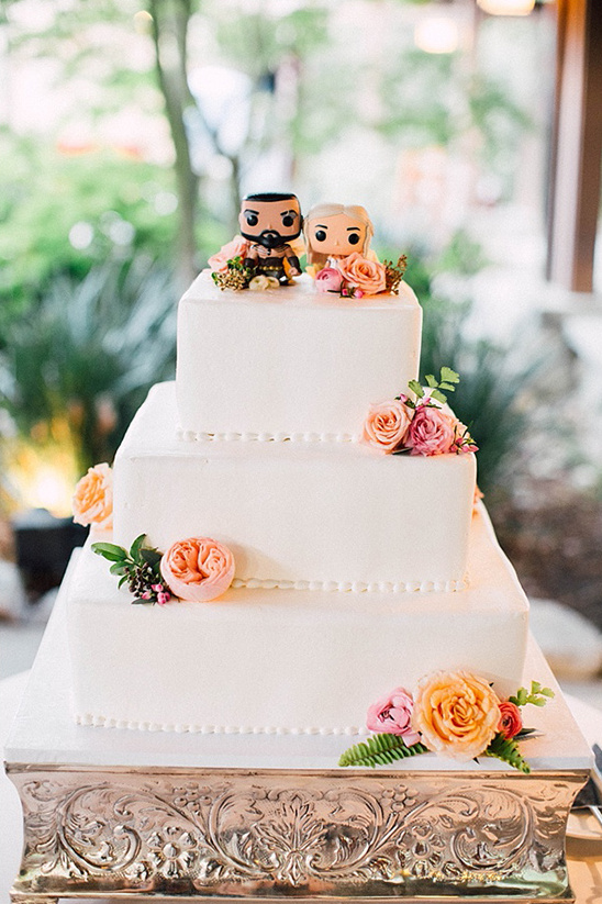 wedding cake with game of thrones topper