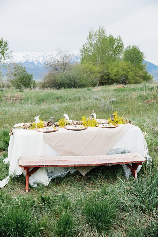white linen and burlap table