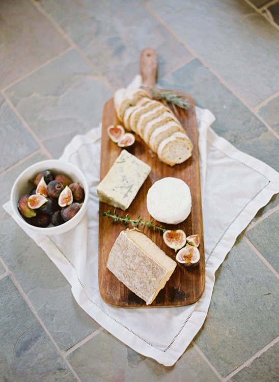 bread cheese and fig platter