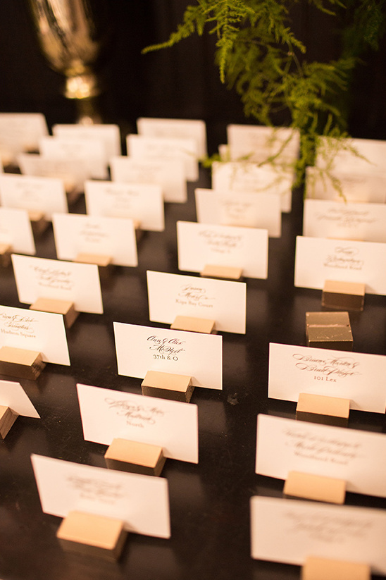 escort cards held by gold cubes