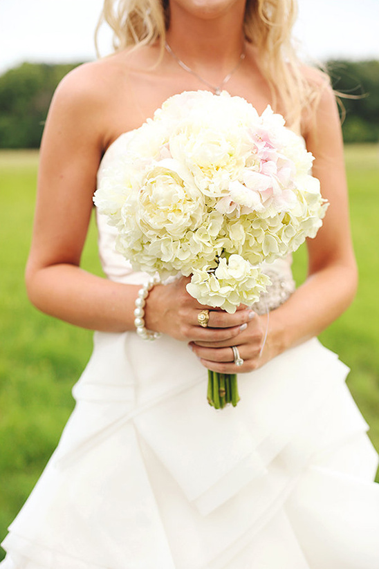 poofy white bouquet