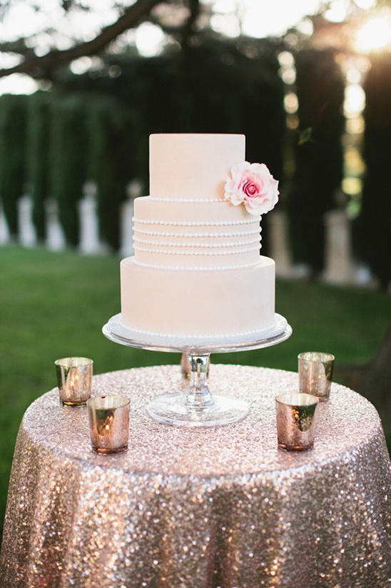 gold glitter cake table