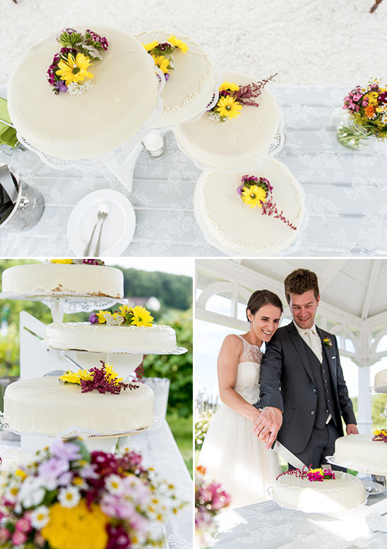 single tier cakes on cascading cake stand