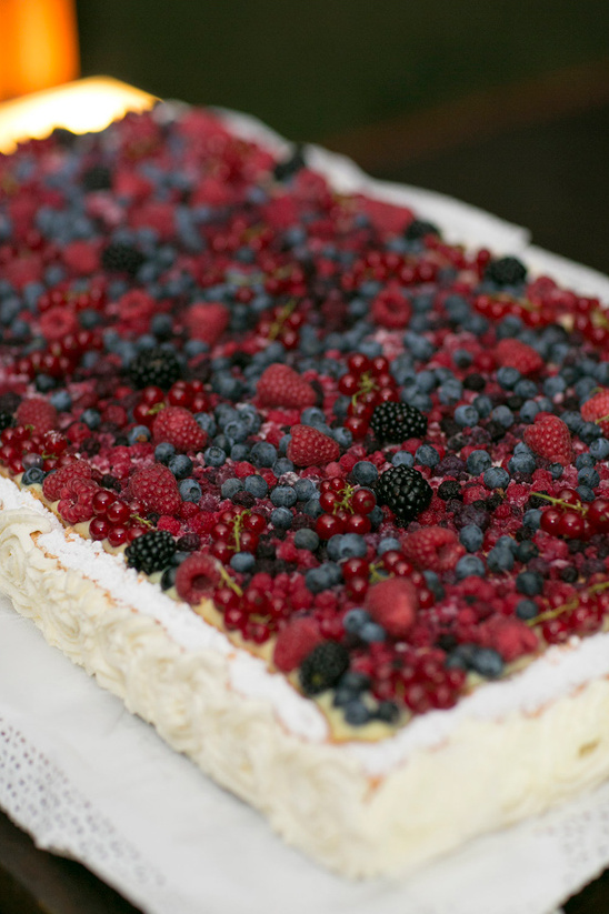 fresh berry topped cake from Pasticceria Dolce Sosta in Pienza