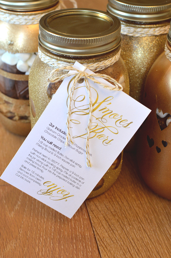 Smores bars in diy glitter mason jars just tie on the recipe card and you have the perfect little holiday gift solutioingenieria Gallery