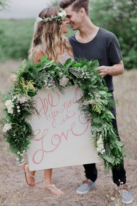 use a sign in your engagement photo