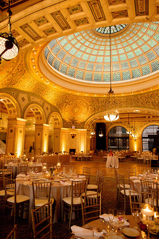 glamorous dining hall reception at the Chicago Cultural Center