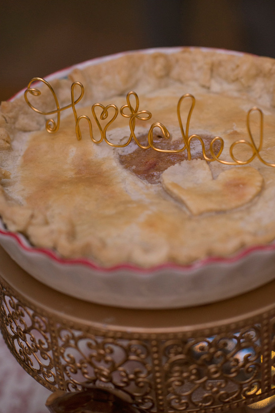 hitched wire pie topper