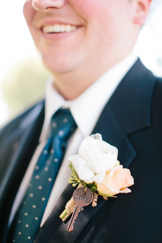 love key boutonniere