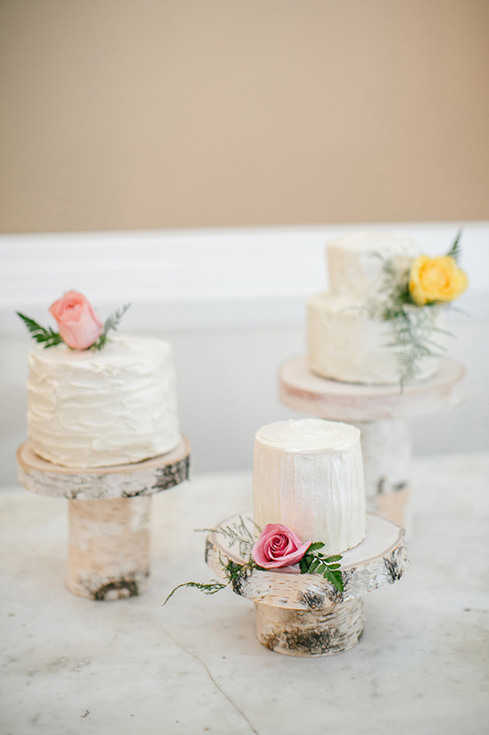 mini cakes on rustic cake stands