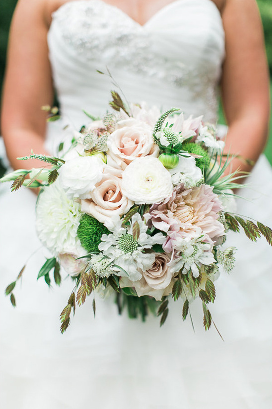 white and neutral bouquet