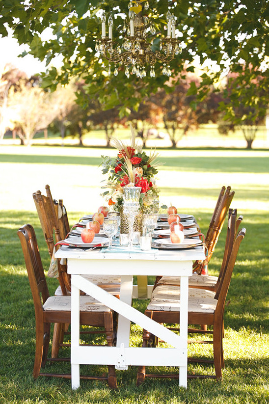simple and classy outdoor reception