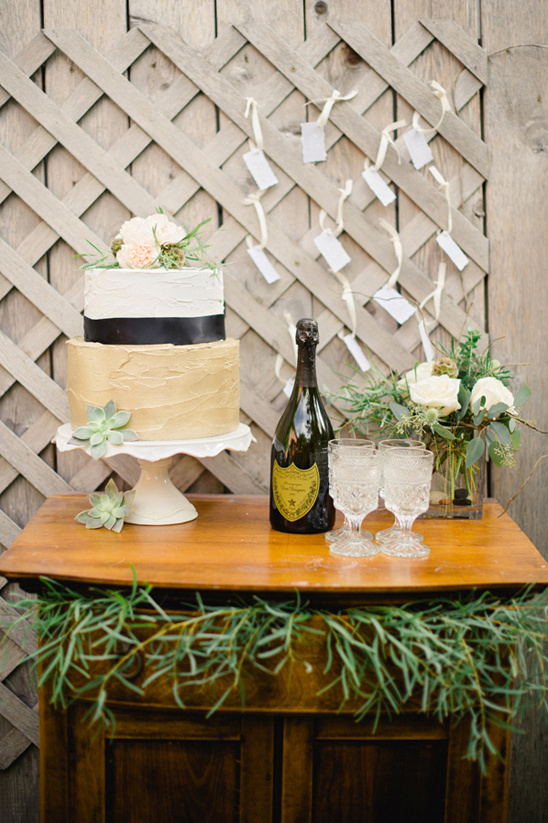 elegant and organic cake table