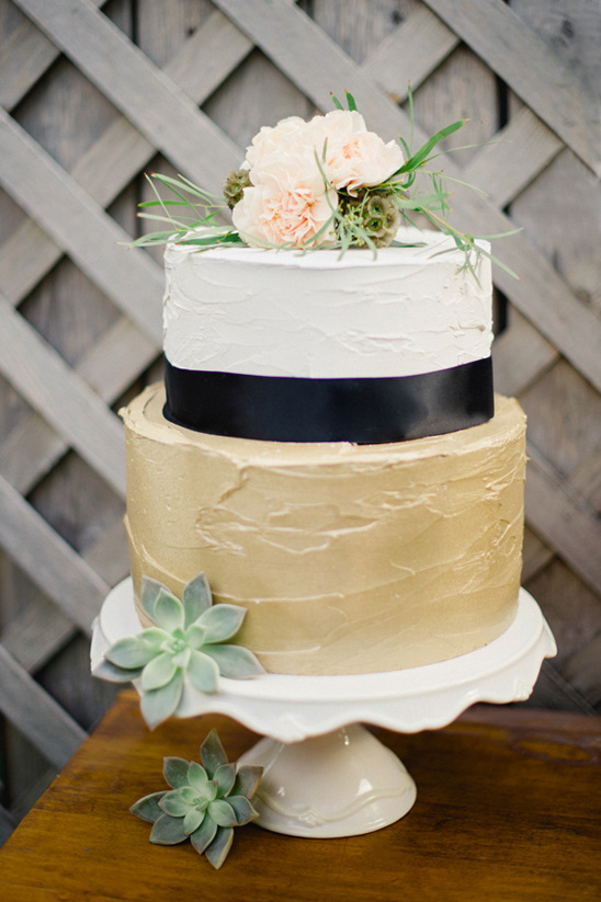 black white and gold wedding cake