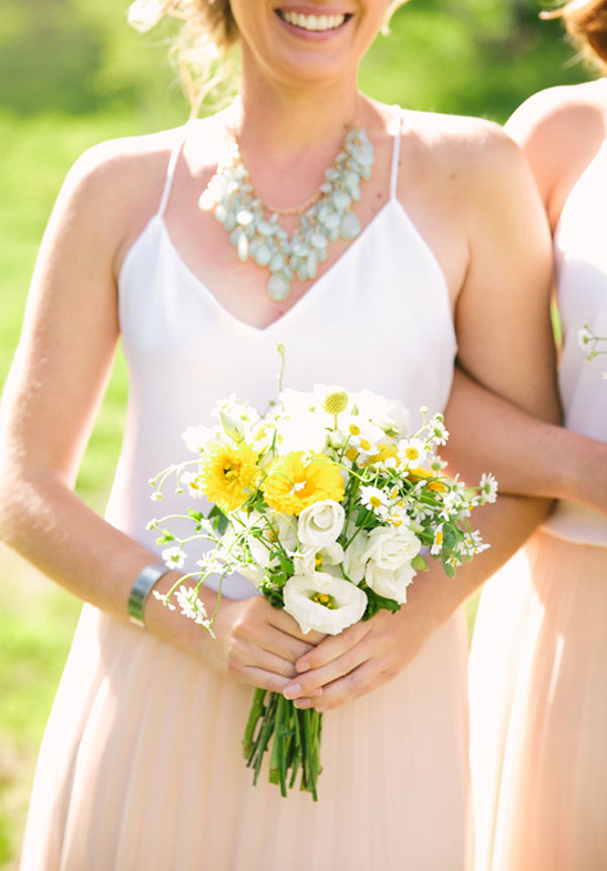 white and yellowe bouquet