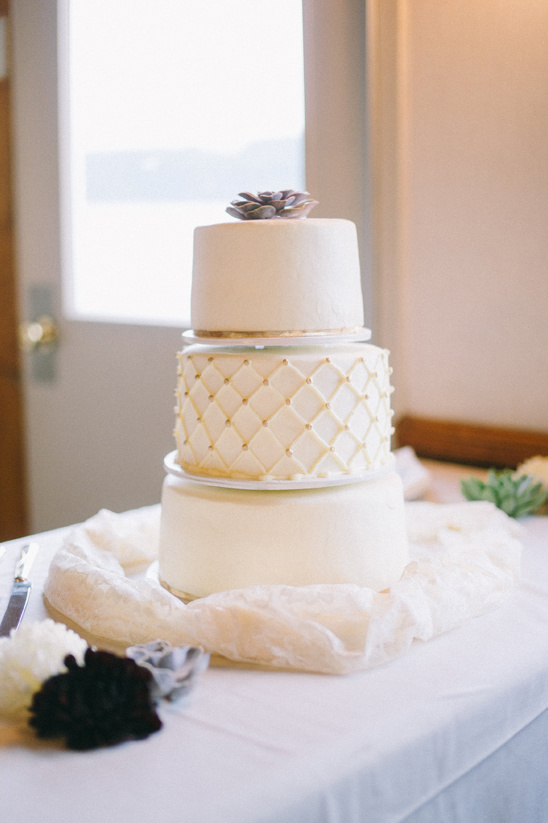 simple and chic wedding cake