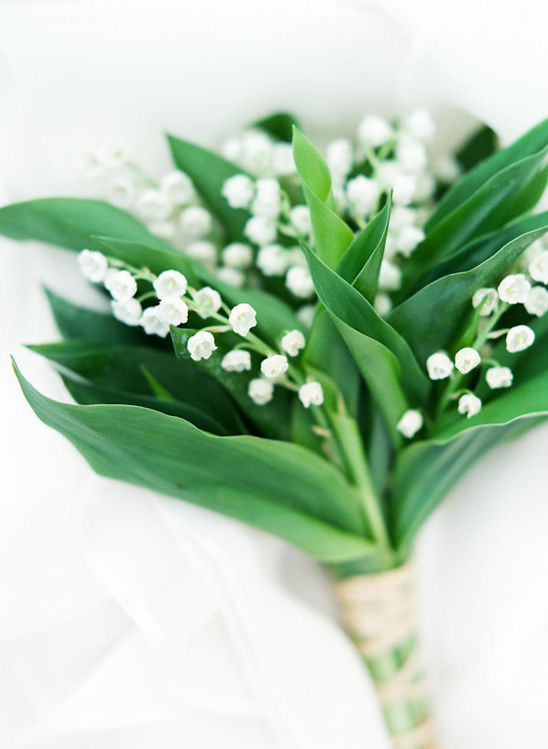 elegant and simple white bouquet by Sam B Fleurs