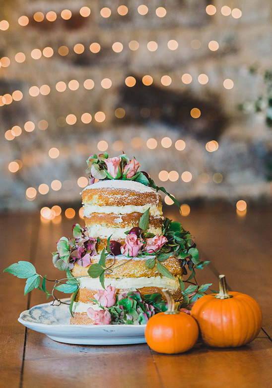 naked cake with natural flowers