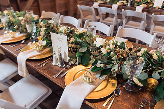 gold and white garland centerpiece