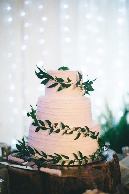ivy wrapped wedding cake