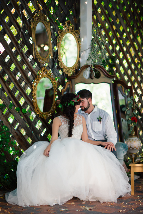 Snow white wedding ideas vintage mirror backdrop junglespirit Choice Image