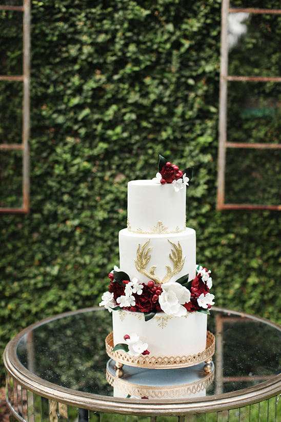 red white and gold wedding cake