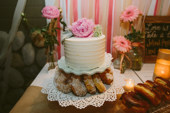 small and simple wedding cake