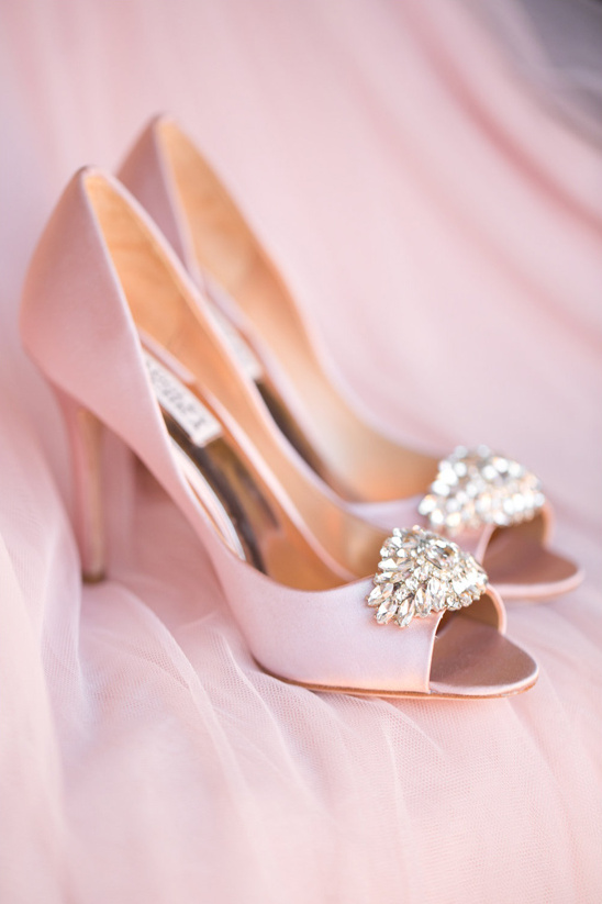 pink Badgley Mischka shoes @weddingchicks