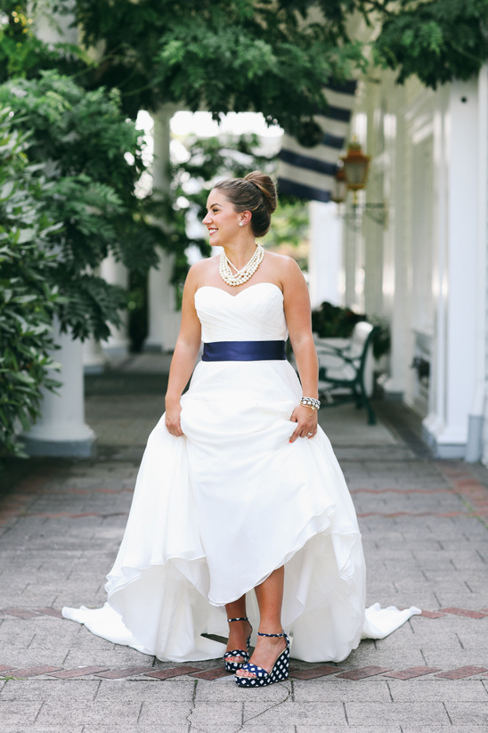 Justin Alexander wedding dress with navy sash and Kate Spade Shoes @weddingchicks