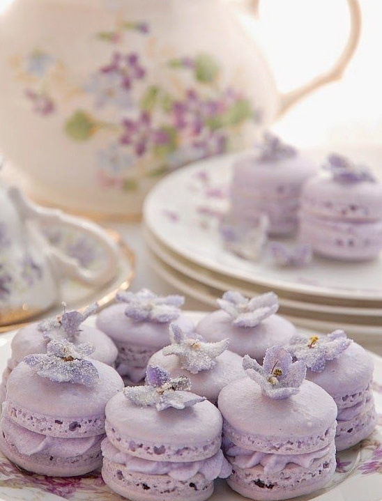 purple macarons @weddingchicks