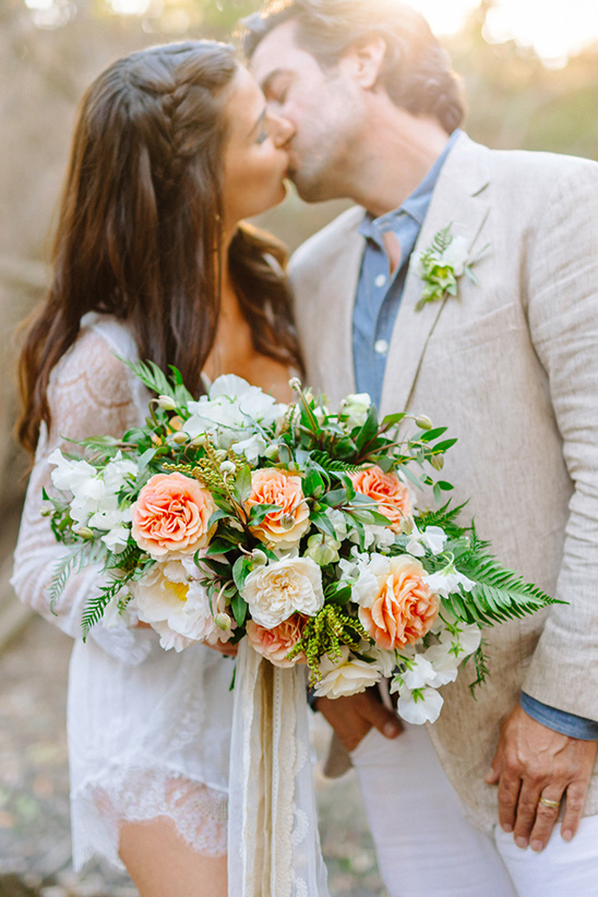 lush and romantic wedding bouquet @weddingchicks