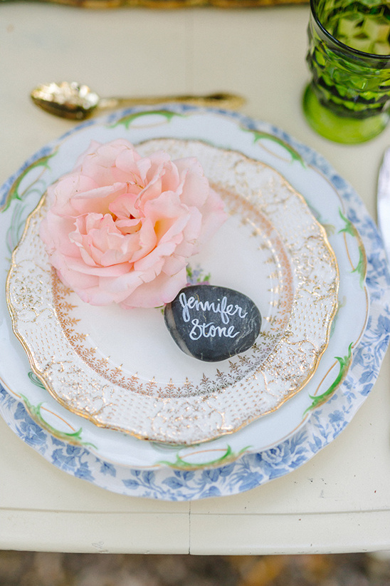 polished stone place cards @weddingchicks