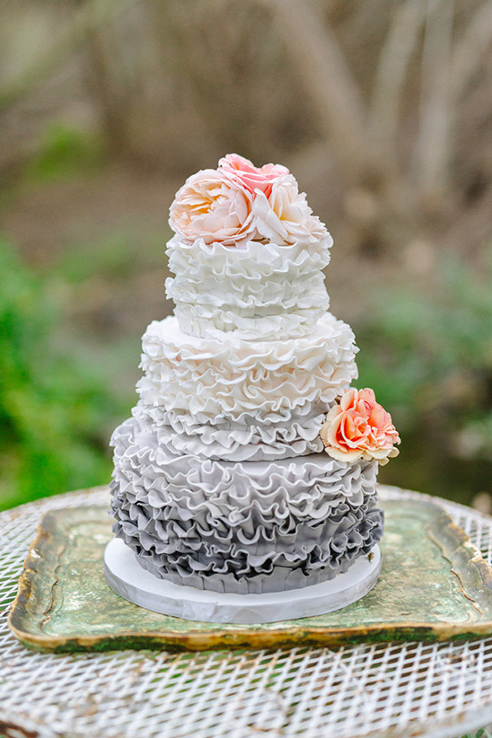 grey ombre wedding cake @weddingchicks