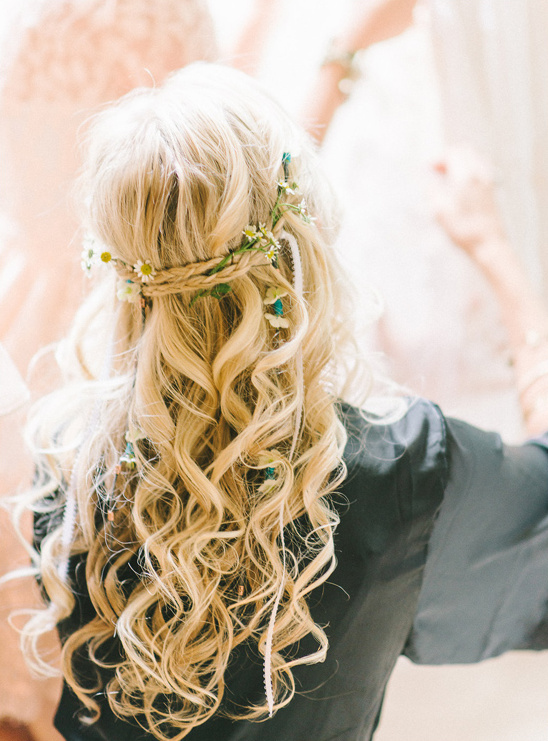flower accented wedding hair @weddingchicks