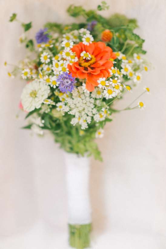 wildflower wedding bouquet @weddingchicks