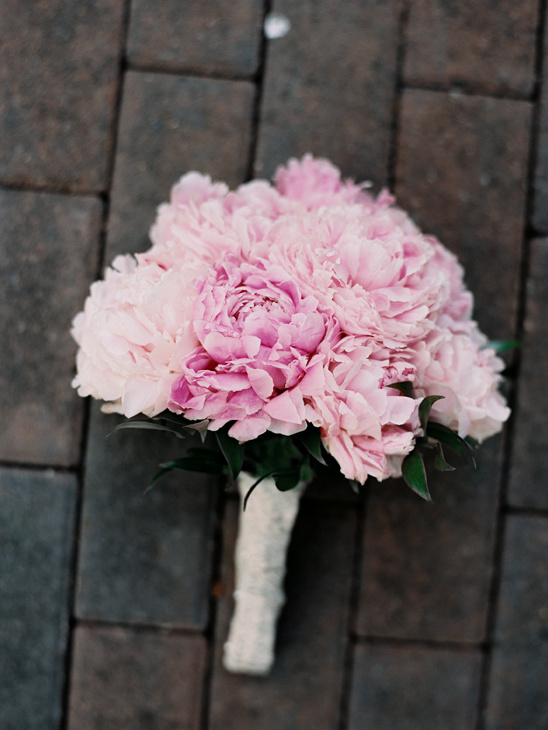 pink peony bouquet @weddingchicks
