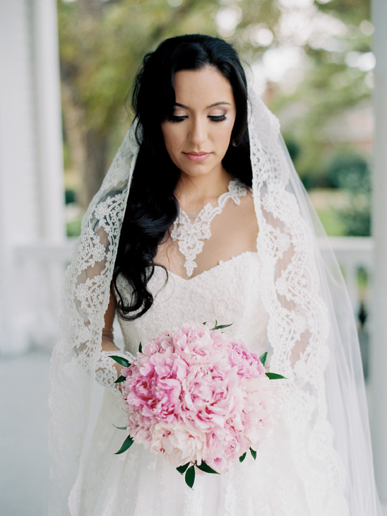 classic bridal look @weddingchicks