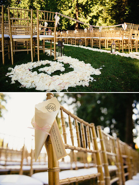 flower petal aisle runner @weddingchicks