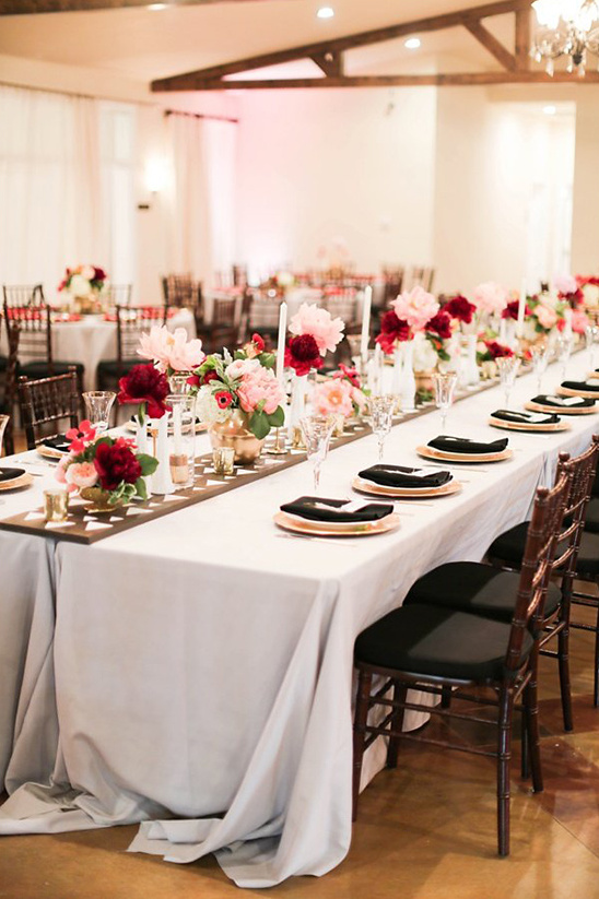 red white and pink floral table runner @weddingchicks