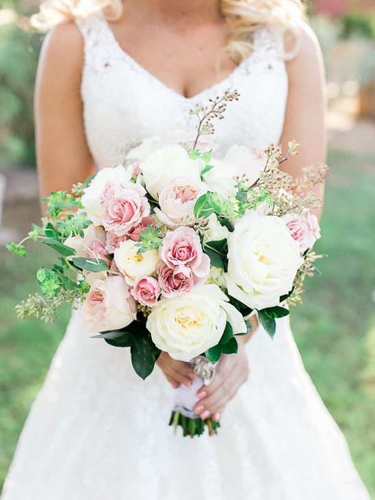 rose bouquet by Razzle Dazzle Flowers @weddingchicks