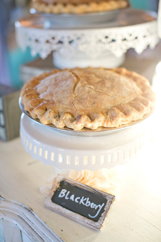 blackberry wedding pie @weddingchicks