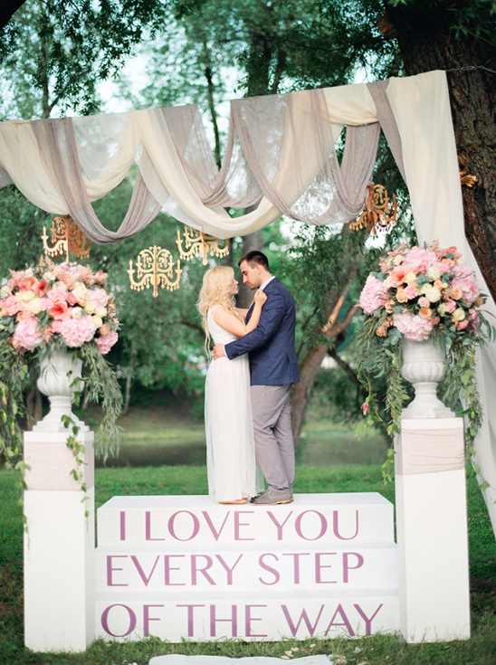 glamorous and romantic ceremony altar @weddingchicks